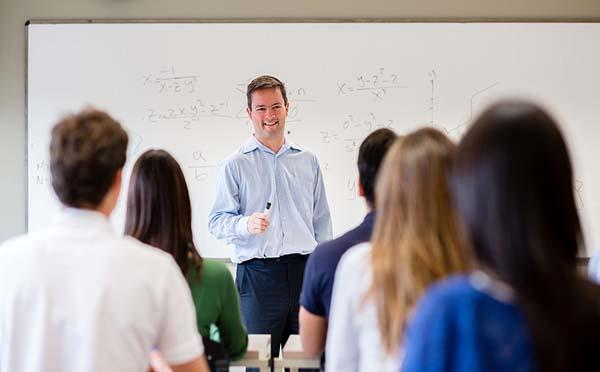 """教师长期用嗓当心声带息肉  声带息肉""""偏爱""""教师行业"""