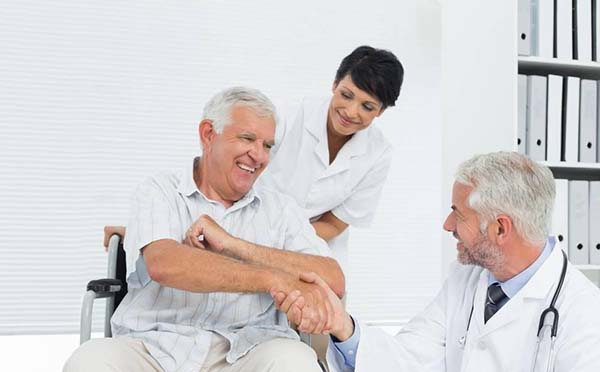 甲状腺瘤手术治疗会出现哪些后遗症呢  具体看专家分析